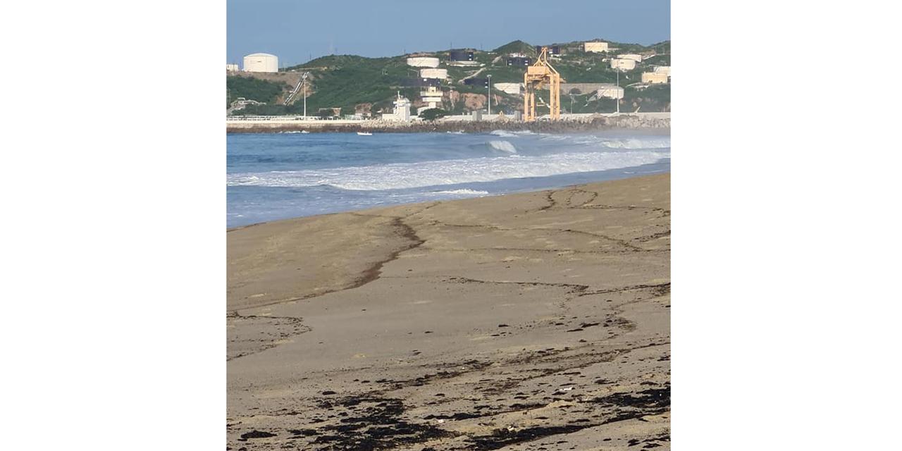 Denuncian derrame de hidrocarburo en Playa Abierta | El Imparcial de Oaxaca
