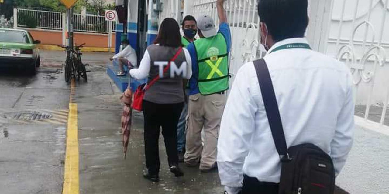 Empleados de Tehuantepec laboran en la calle | El Imparcial de Oaxaca