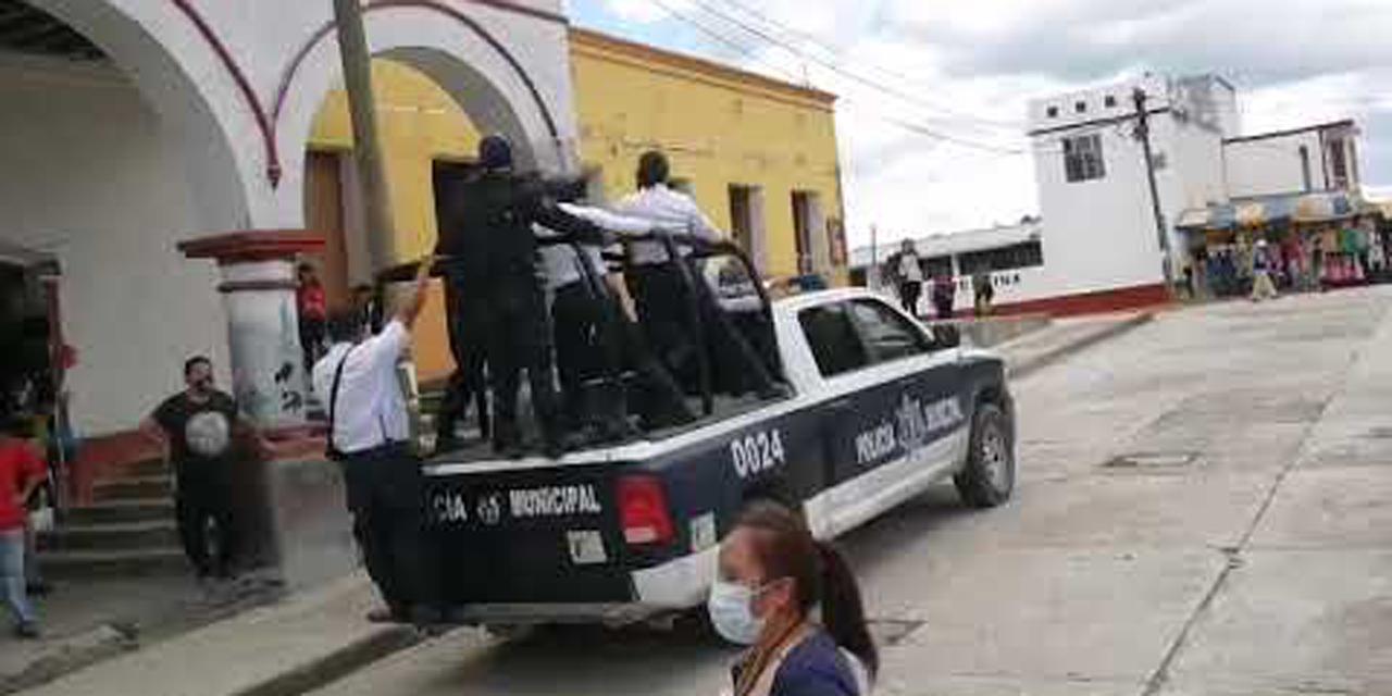 Enfrentamiento entre comerciantes y policías en Tlaxiaco | El Imparcial de Oaxaca