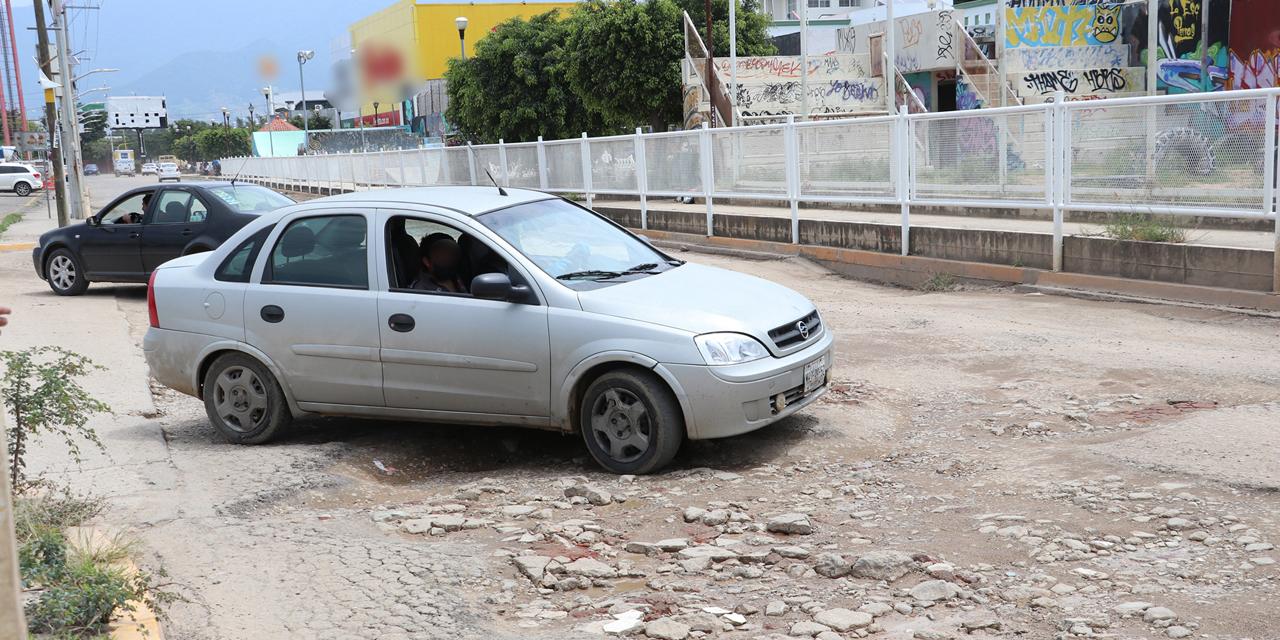 Oaxaqueños bachean calles del Centro con medios propios | El Imparcial de Oaxaca