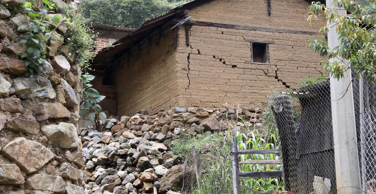 A dos meses del sismo de junio, familias afectadas acusan abandono gubernamental | El Imparcial de Oaxaca