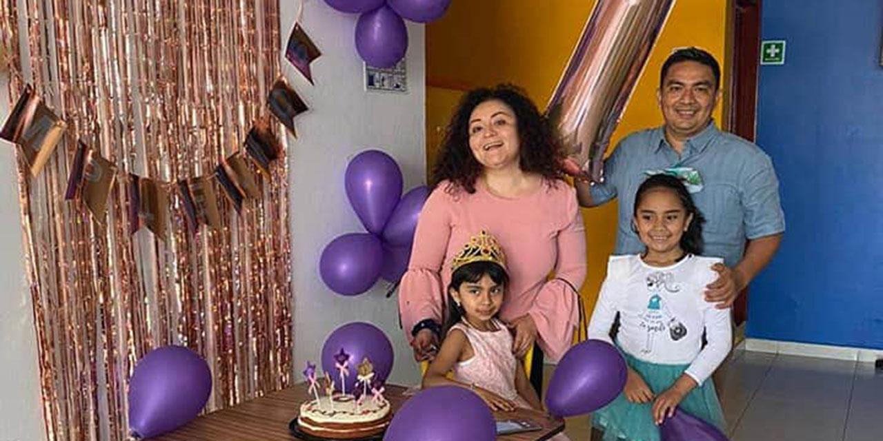 ¡Felicidades Ana y Valentina! | El Imparcial de Oaxaca