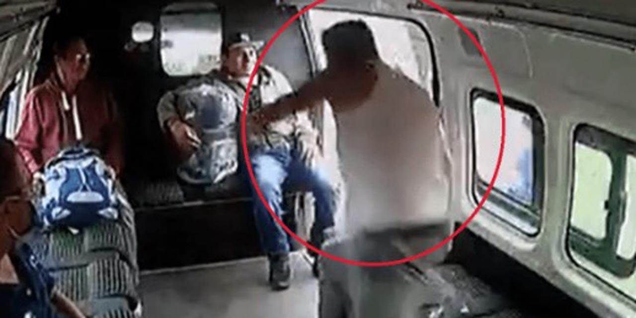 Video: Pasajeros se rebelan contra asaltante | El Imparcial de Oaxaca