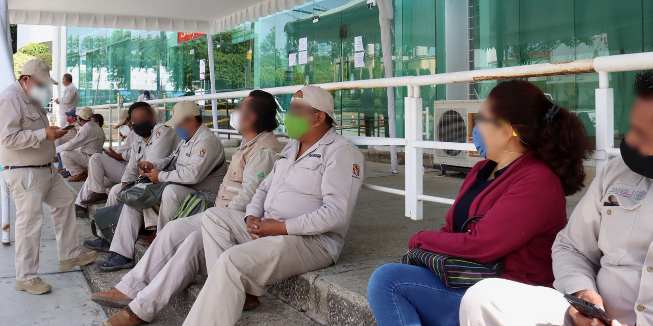 Trabajadores de  Vectores se plantan en oficinas de SSO   El Imparcial de Oaxaca