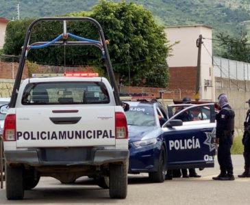 Policías Municipales y transportistas retienen a estatales por operativo en Huayápam