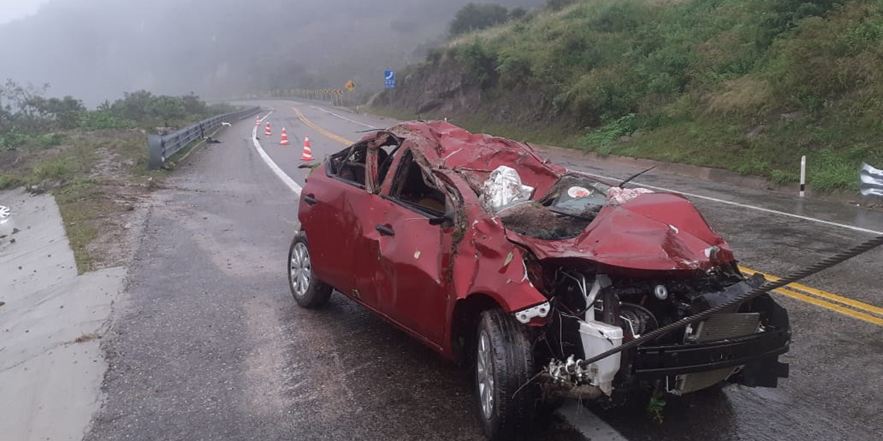 Aparatosa volcadura en autopista Mitla-Tehuantepec | El Imparcial de Oaxaca