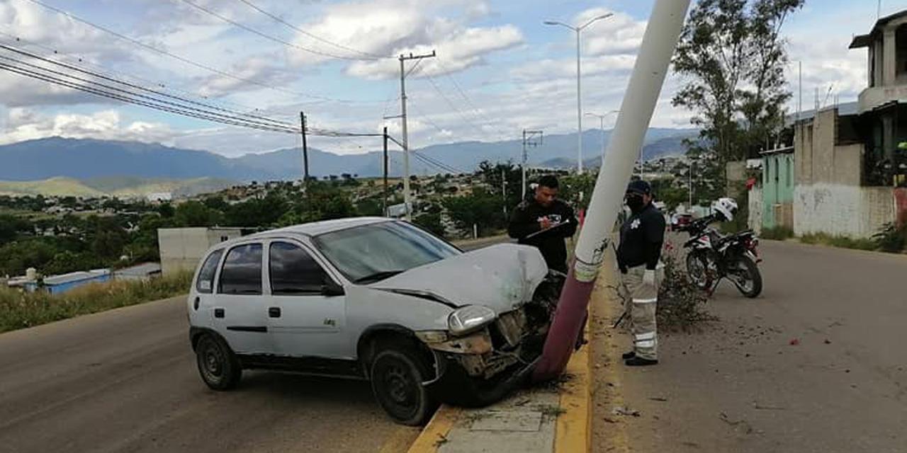 Automovilista se impacta contra luminaria en Cuilápam   El Imparcial de Oaxaca