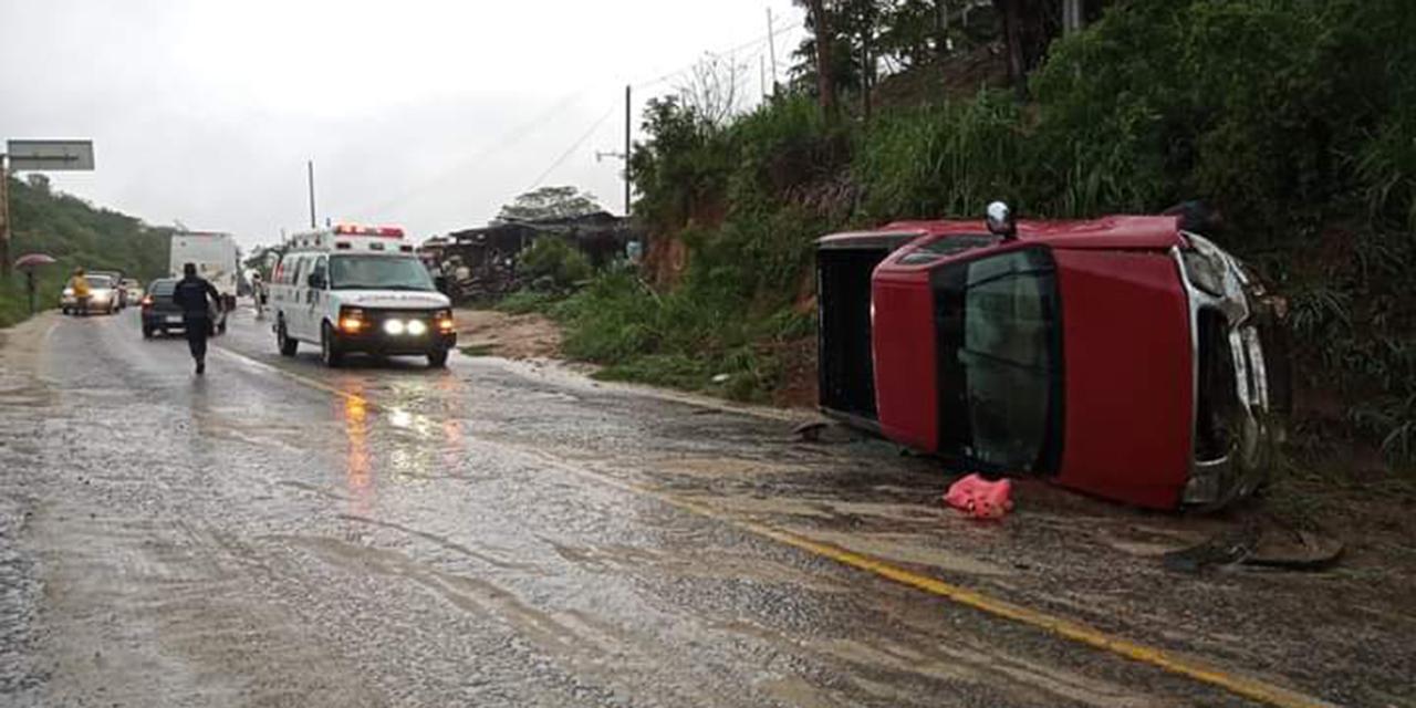 Vuelca camioneta en Pochutla | El Imparcial de Oaxaca