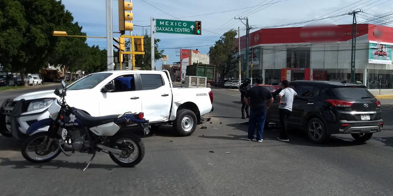 Choque en Símbolos Patrios no deja heridos   El Imparcial de Oaxaca