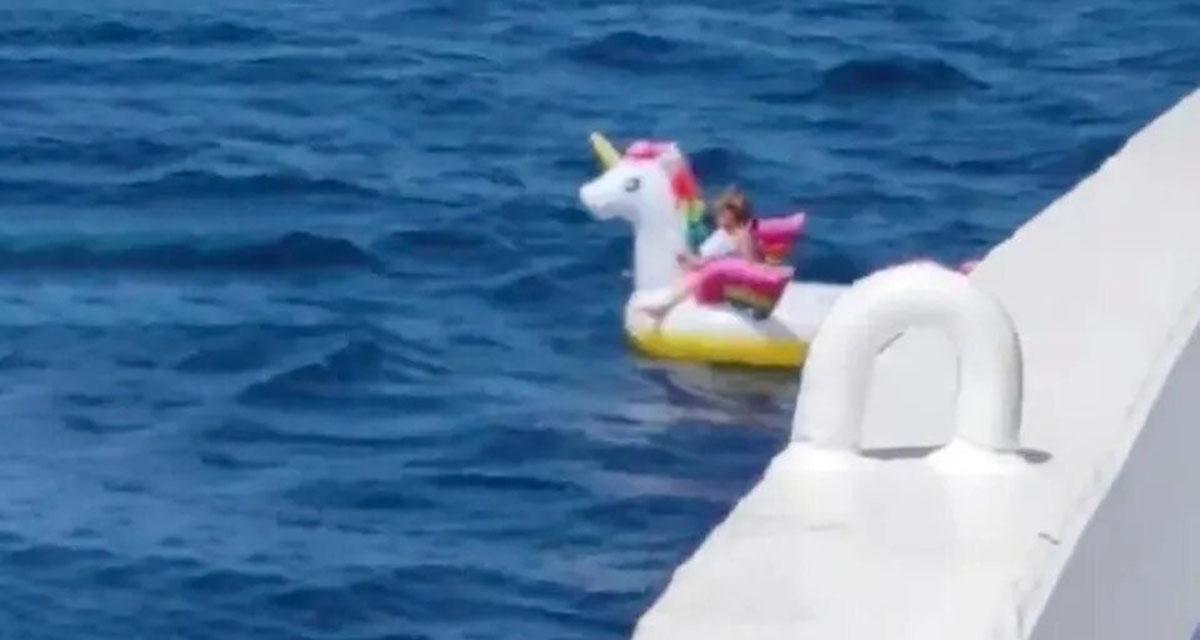 Video: Rescatan a niña en medio del océano en un flotador de unicornio | El Imparcial de Oaxaca