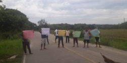 Mantienen bloqueo mototaxistas en Pinotepa por segundo día consecutivo
