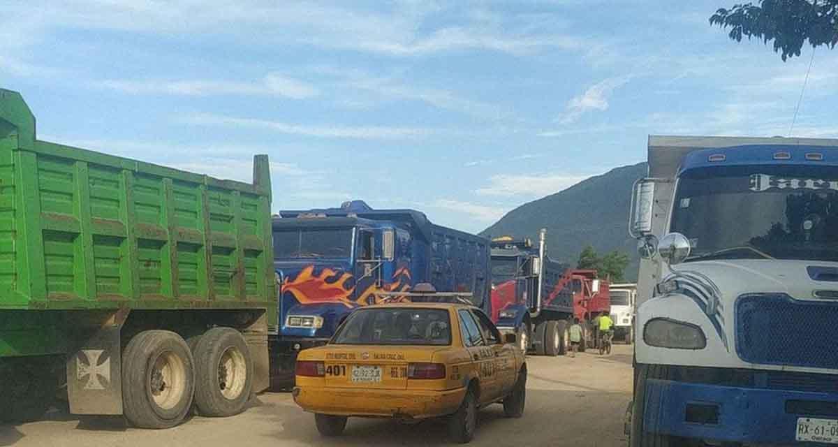 Camioneros de Salina Cruz pretenden el 50% de acarreo pétreo   El Imparcial de Oaxaca