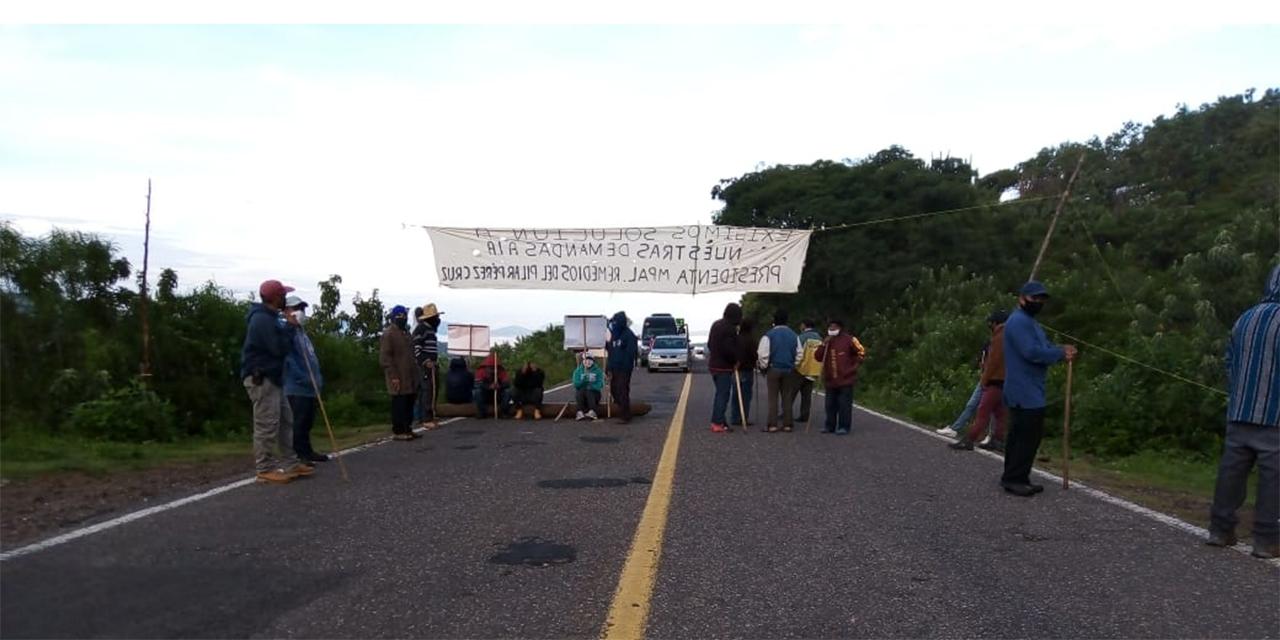 Sitian dos bloqueos a la región Mixteca | El Imparcial de Oaxaca