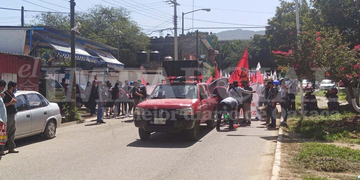 Avanza marcha hacia el Zócalo capitalino | El Imparcial de Oaxaca