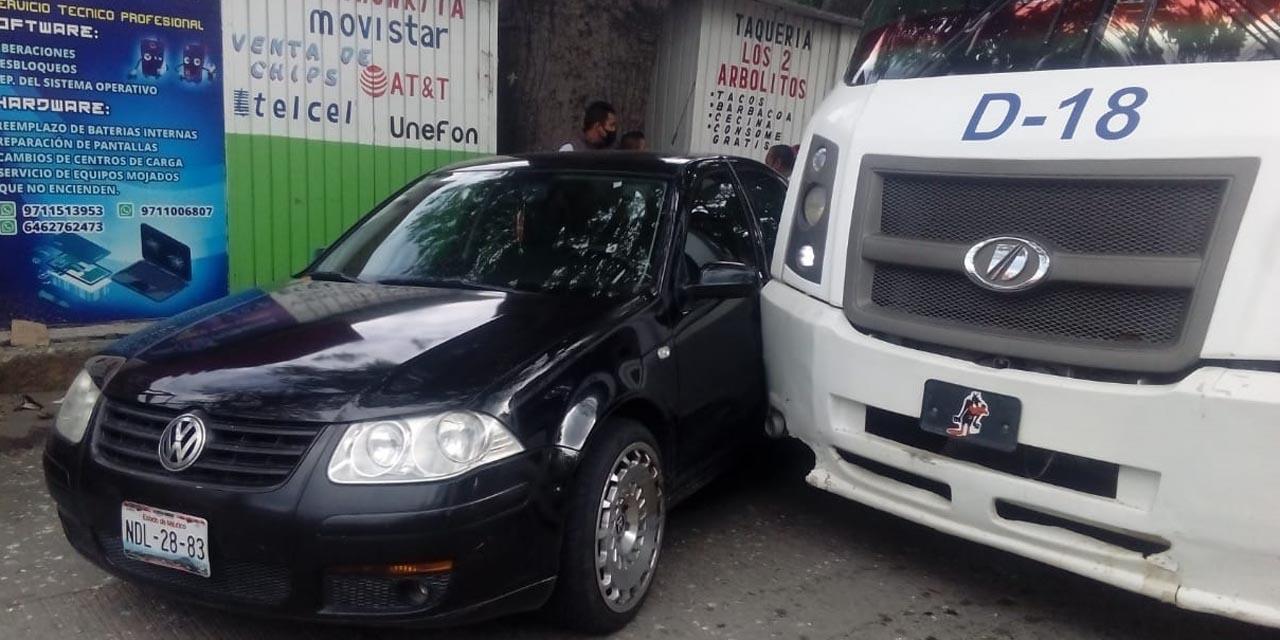 Urbano impacta a vehículo particular en Salina Cruz | El Imparcial de Oaxaca