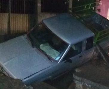 Conductor cae en una zanja en Juchitán