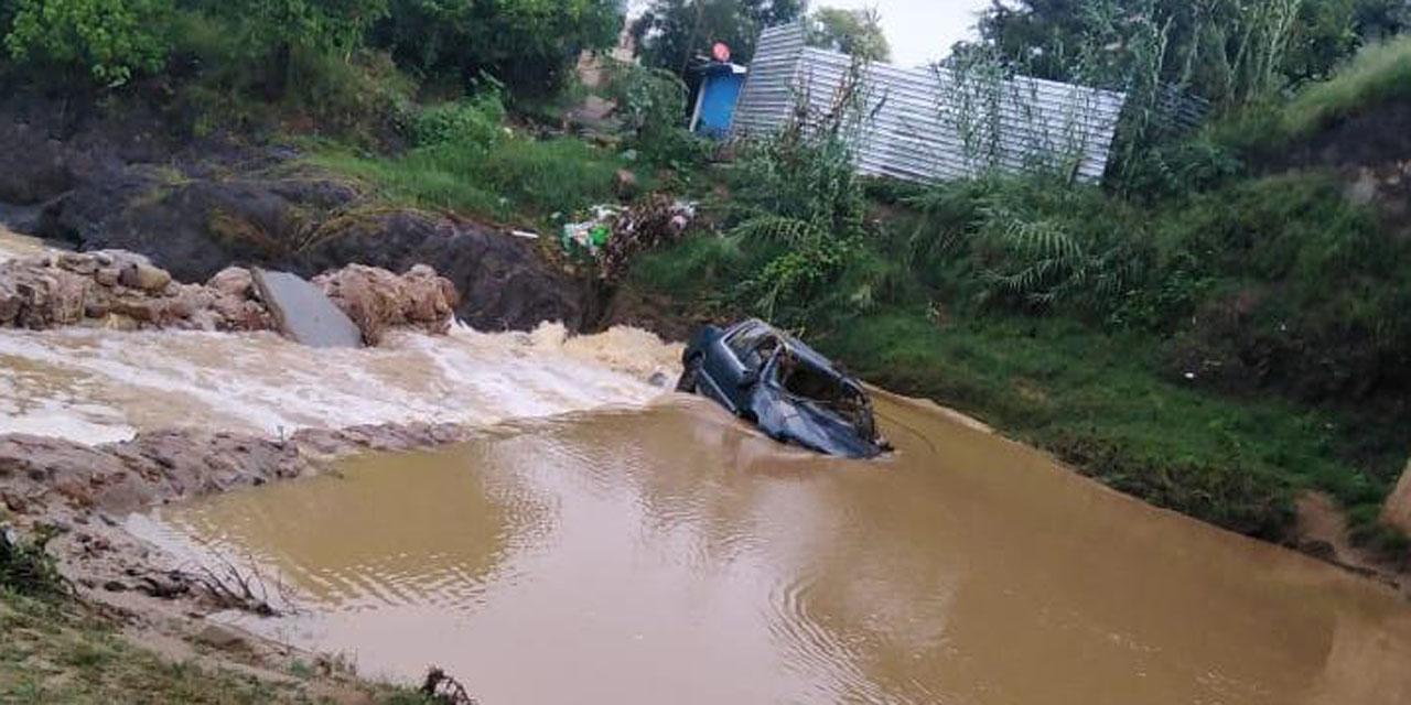Rescatan vehículo de río de Ocotlán | El Imparcial de Oaxaca
