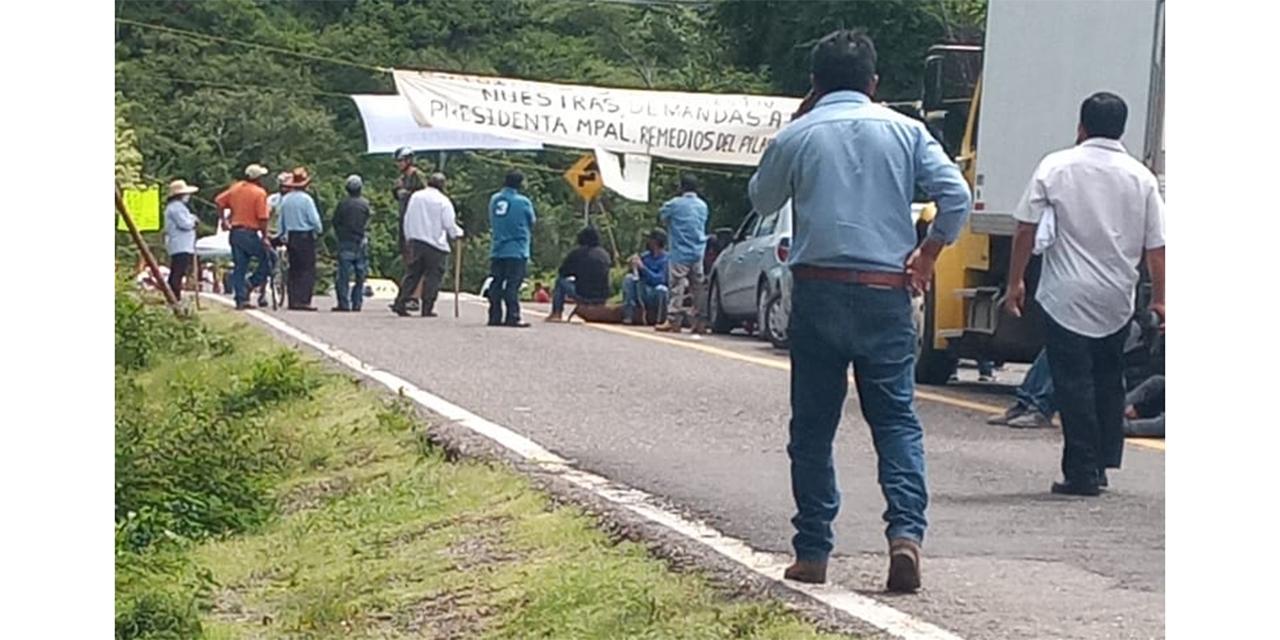 Exigen cesar a edil de Dinicuiti   El Imparcial de Oaxaca