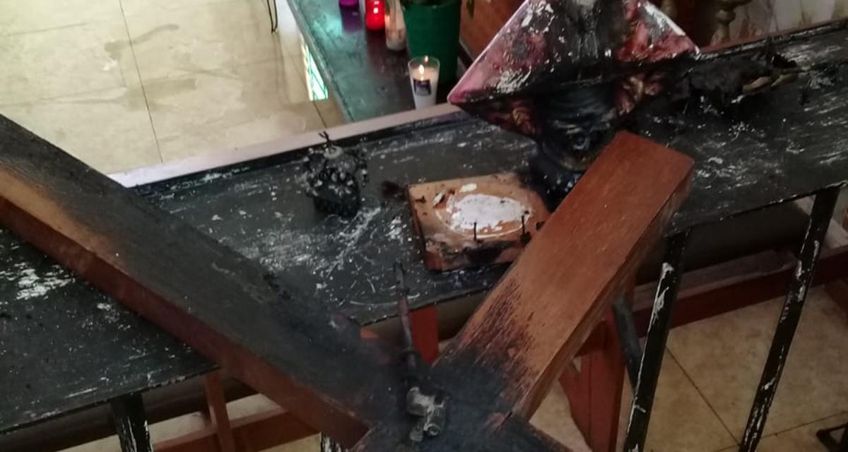 Incendio en iglesia  de la Santa Cruz deja daños materiales