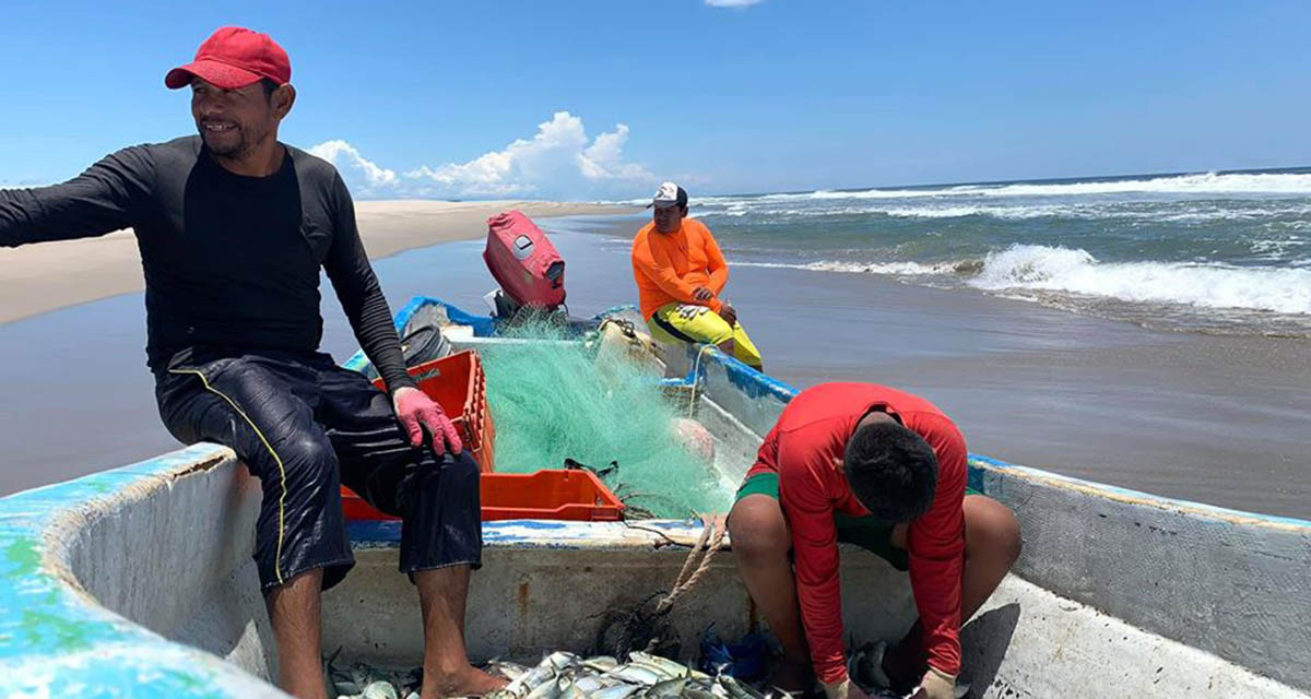 Quedan 230 pescadores sin  combustible para trabajar | El Imparcial de Oaxaca