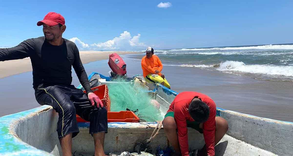Pescadores de Salina Cruz exigen pronta atención gubernamental