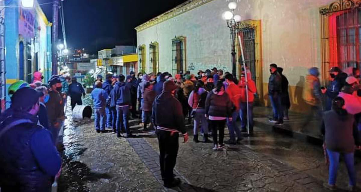 Se enfrentan comerciantes y autoridades de Tlaxiaco | El Imparcial de Oaxaca