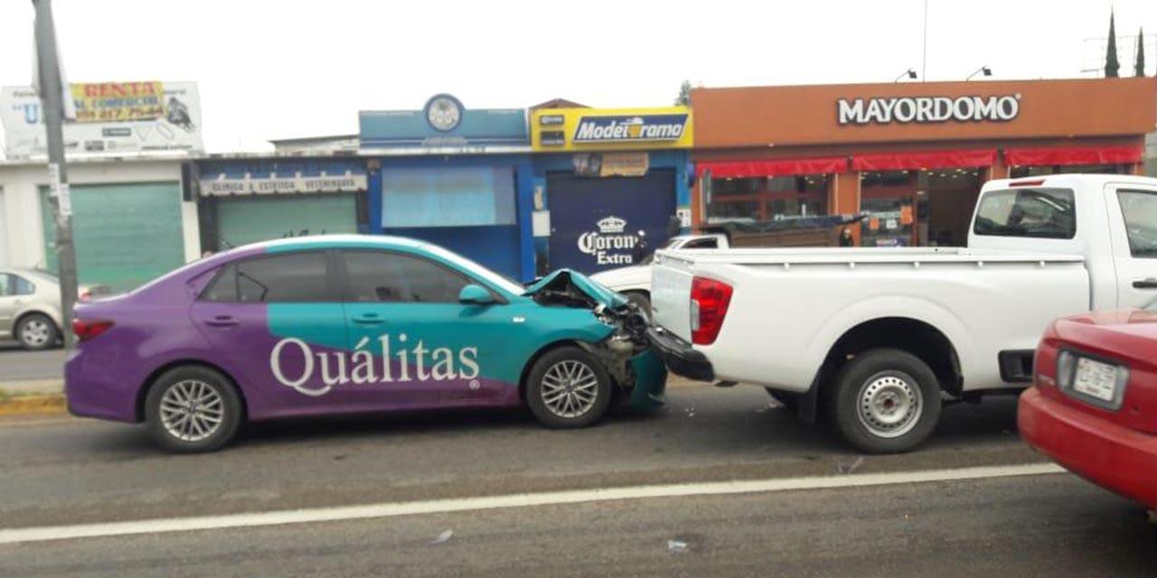 Vehículo de aseguradora se accidenta en Símbolos Patrios | El Imparcial de Oaxaca