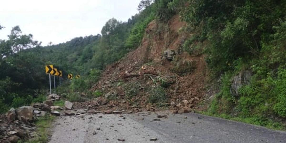 Derrumbe provoca cierre en carretera a Huautla de Jiménez   El Imparcial de Oaxaca