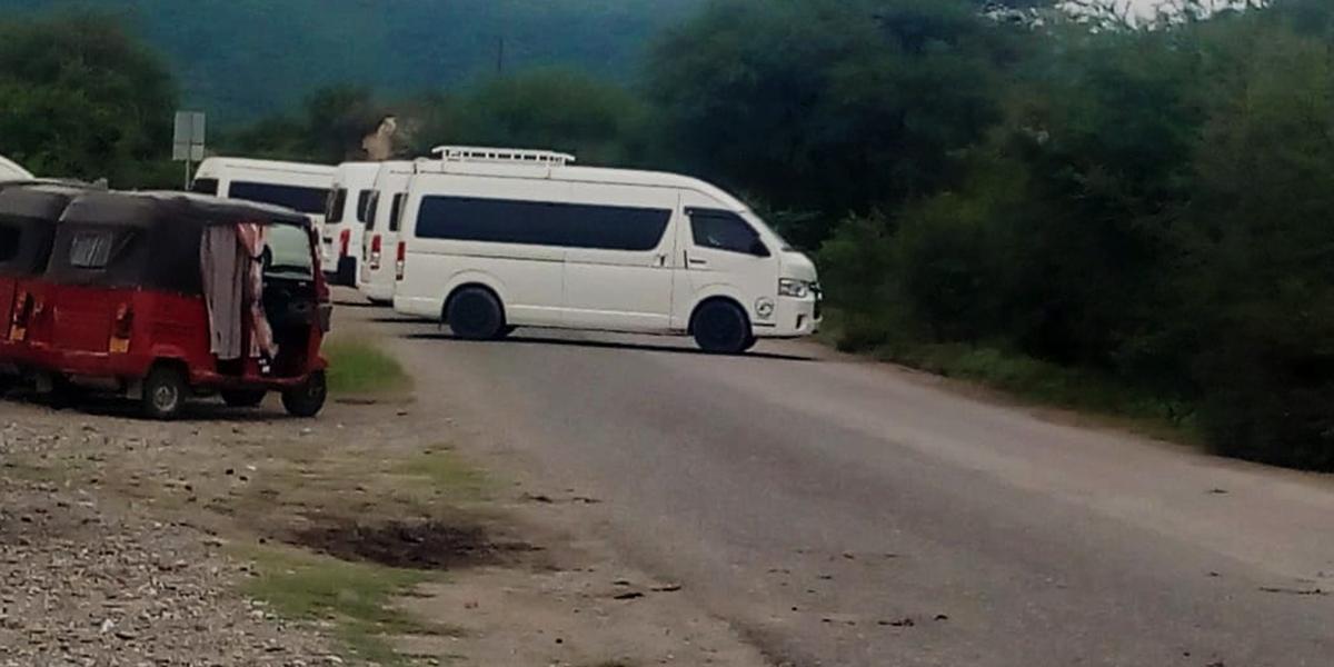 Transportistas bloquean carretera  Huajuapan-Santiago Juxtlahuaca   El Imparcial de Oaxaca