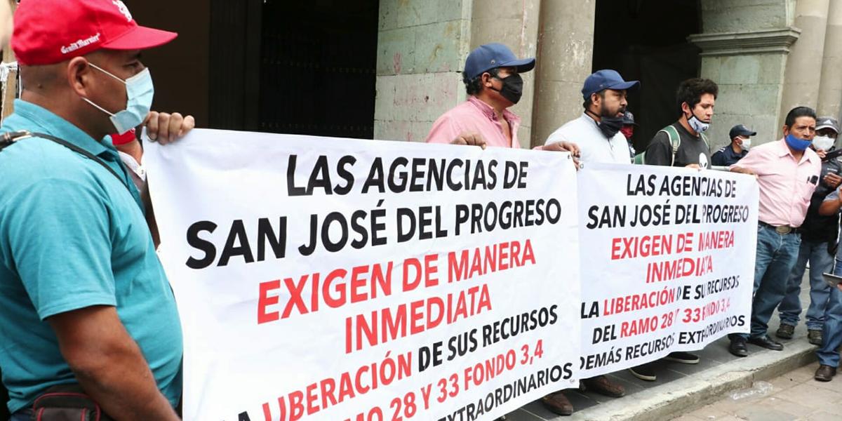 Agentes municipales de San José del Progreso exigen liberación de recursos y obra | El Imparcial de Oaxaca