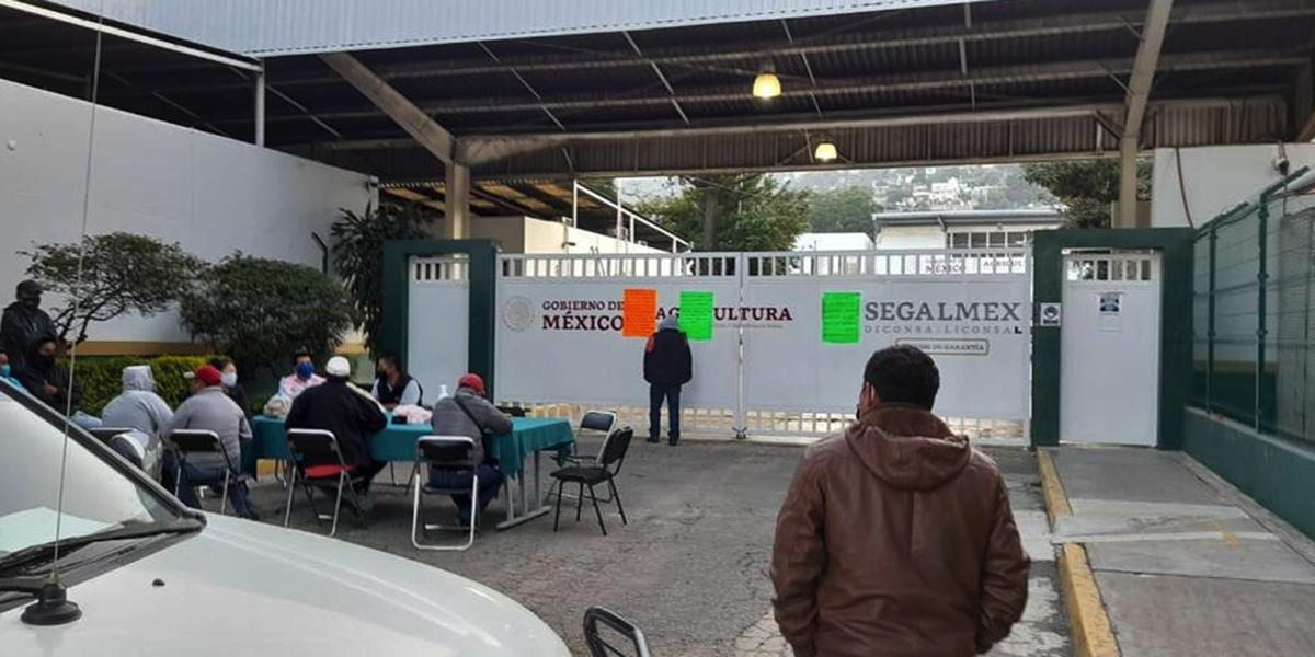 Continúa protesta en DICONSA   El Imparcial de Oaxaca