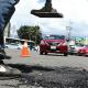 Asociación civil continúa con bacheos en la capital de Oaxaca