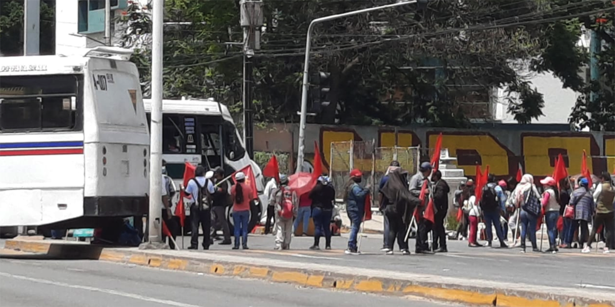 Instalan bloqueo en crucero de la ciudad | El Imparcial de Oaxaca