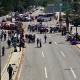 Realizan mitin, bloqueo y pintas por los 43 normalistas de Ayotzinapa