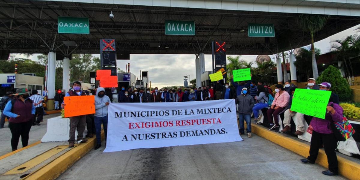 Autoridades Mixtecas toman caseta de Huitzo | El Imparcial de Oaxaca