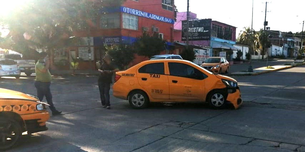 Aparatoso choque entre taxistas en Salina Cruz | El Imparcial de Oaxaca
