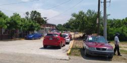 Taxis y mototaxis se disputan el pasaje en El Espinal