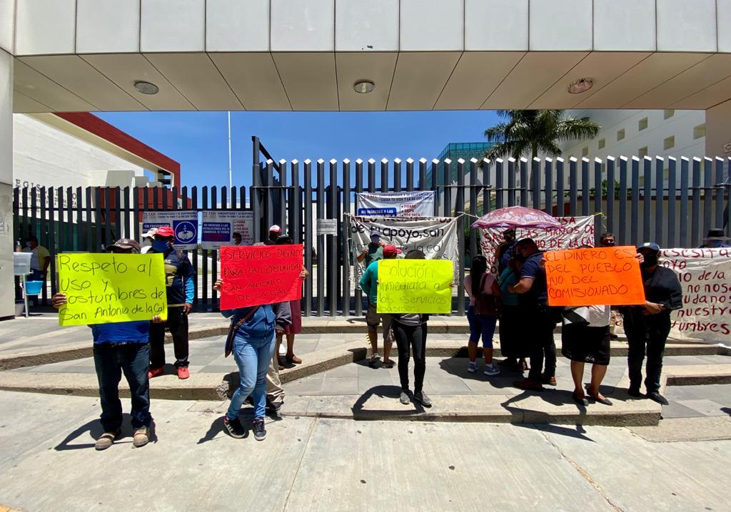 Protestan habitantes de San Antonio de la Cal en el Congreso | El Imparcial de Oaxaca