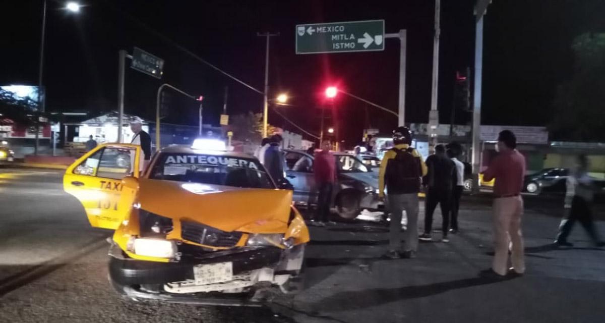 Fuerte encontronazo en Ixcotel entre taxi y particular   El Imparcial de Oaxaca