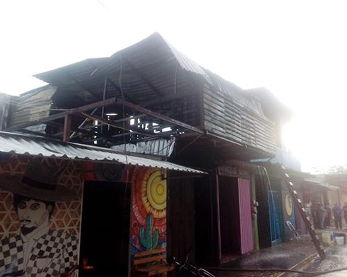 ¡Se incendia comedor en San Martín Tilcajete!   El Imparcial de Oaxaca