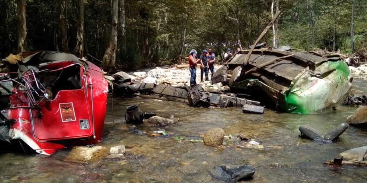 Volcadura fatal en carretera de Huautla a Teotitlán de Flores Magón | El Imparcial de Oaxaca