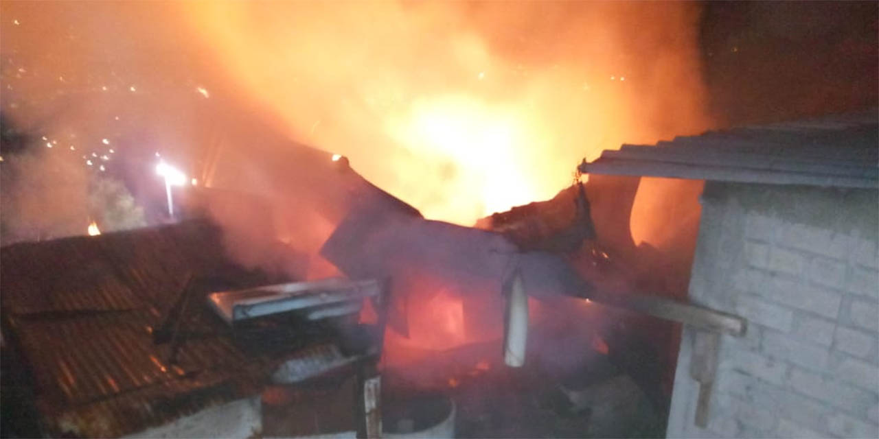 Se incendia casa en San Martín Mexicápam | El Imparcial de Oaxaca