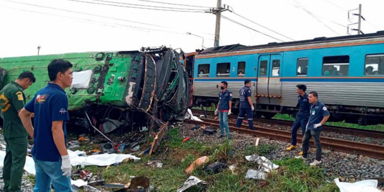 Mueren al menos 18 personas en choque entre tren y autobús en Tailandia   El Imparcial de Oaxaca