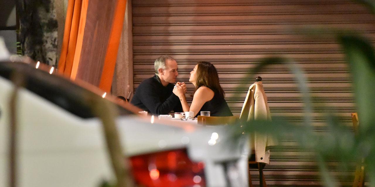 López-Gatell rompe la sana distancia en restaurante | El Imparcial de Oaxaca