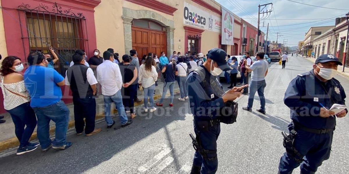 Protestan sindicalizados de Salud ante despido de compañeros de contrato