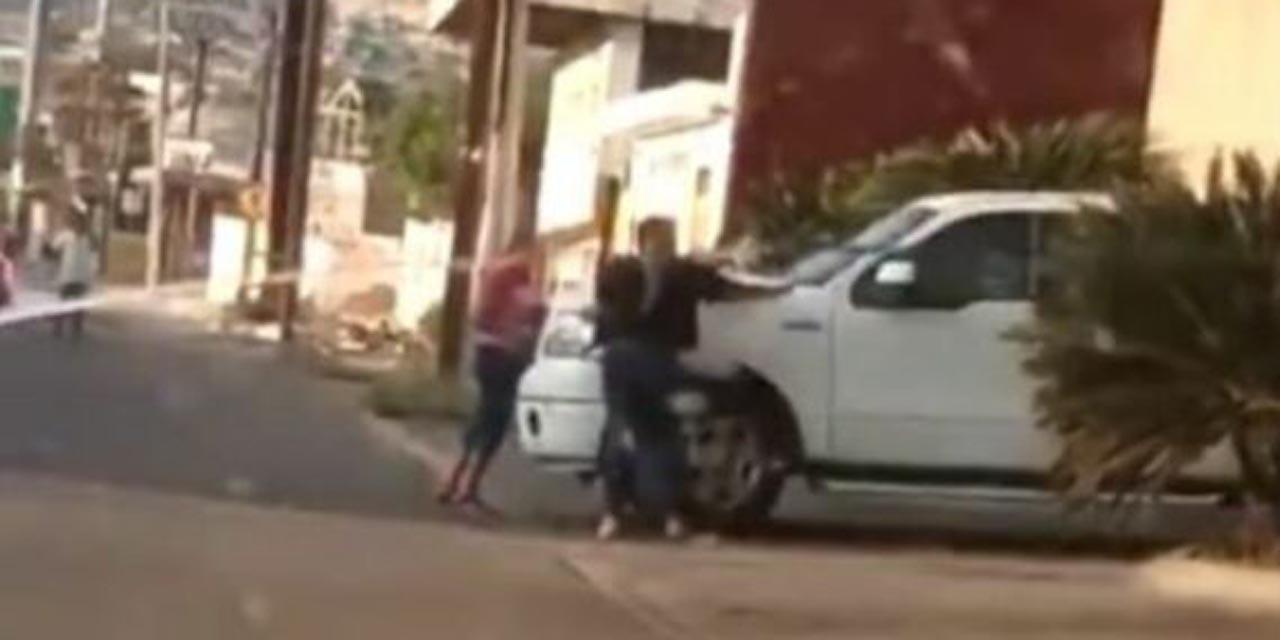Video: Mujer descubre infidelidad de su esposo al encontrarlo afuera de un hotel | El Imparcial de Oaxaca