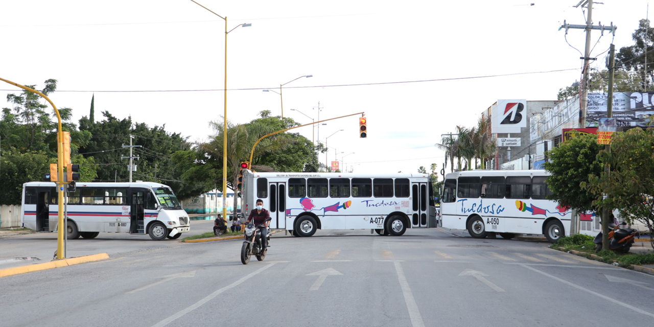 Vuelven bloqueos en la UABJO | El Imparcial de Oaxaca