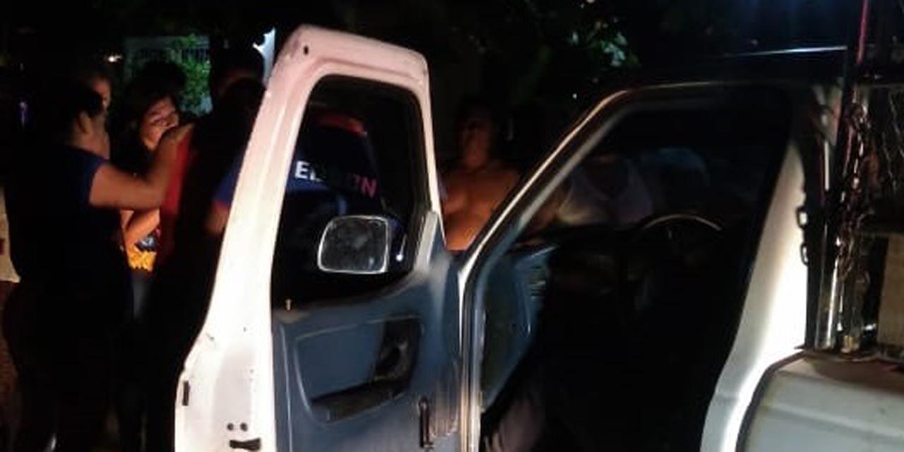 Conductor ebrio arrolla a pareja en Juchitán