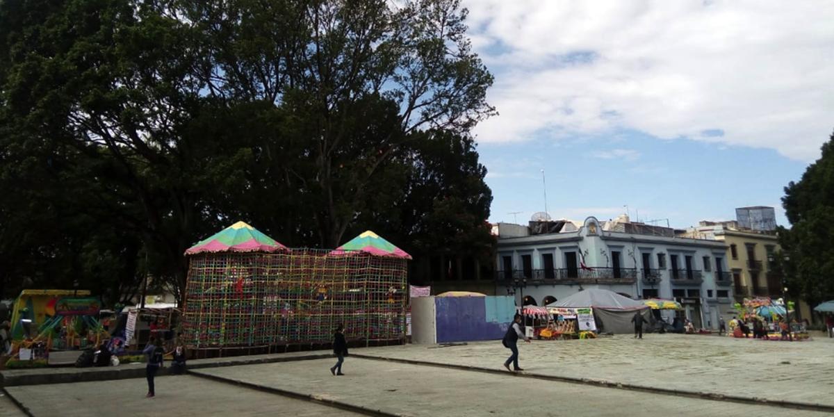 Instalan feria en el Zócalo de Oaxaca