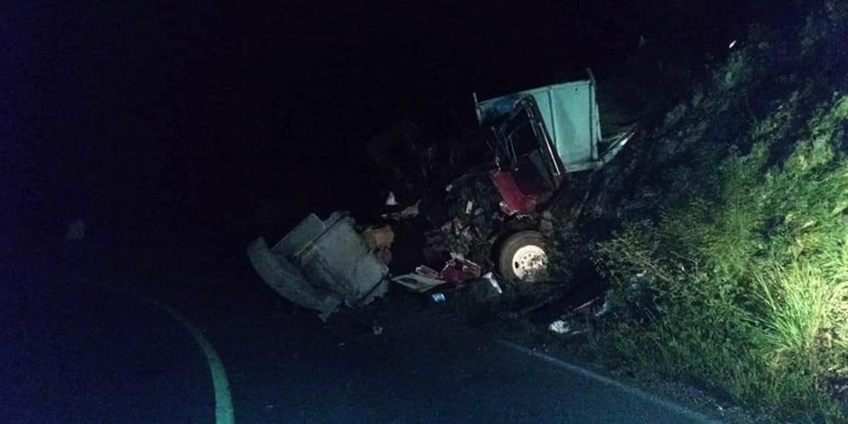 Servicios de emergencia atendieron accidente en la Sierra Norte